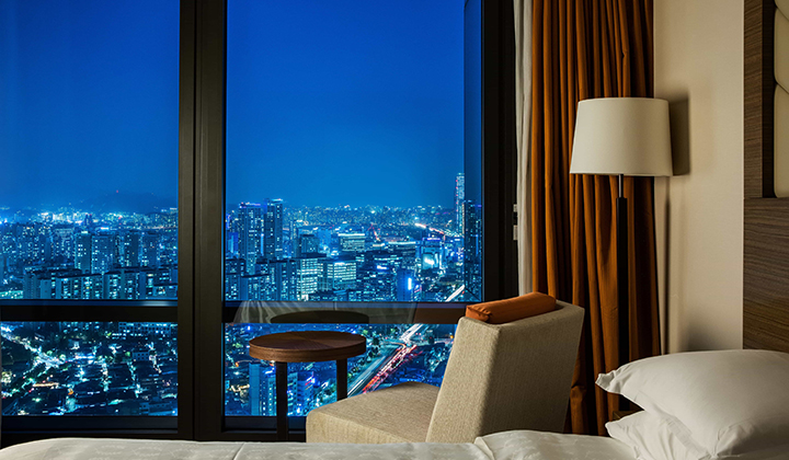 호텔 투숙객은 서울의 근사한 야경을 즐길 수 있다. ©쉐라톤 서울 디큐브시티 호텔