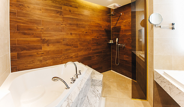 비즈니스호텔이란 게 믿기지 않는 모던한 욕실 ©센텀 프리미어 호텔