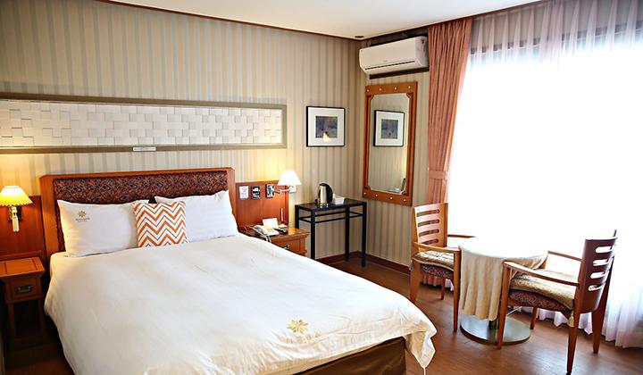 채광이 좋은 호텔 아마란스의 양실 객실