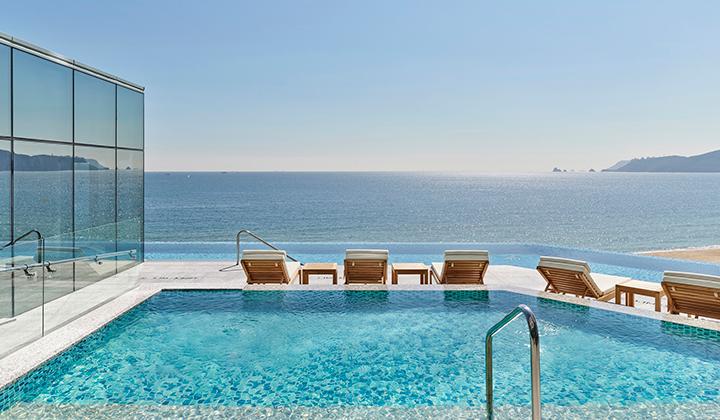 해운대 해변을 한눈에 담을 수 있는 야외 수영장 '헤븐리 풀'