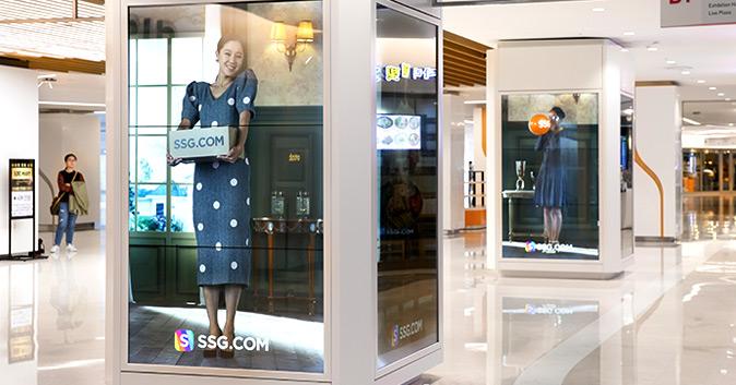 스타필드 코엑스몰 실내 기둥에 설치된 SSG.COM 모델 공효진 포스터